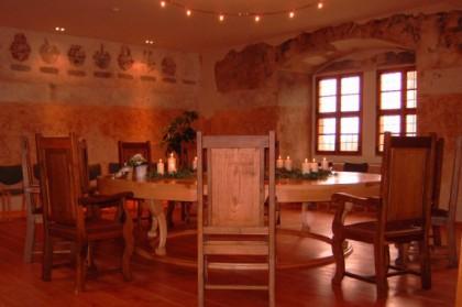 Runder Tisch (für Hochzeitspaar und Gäste)
